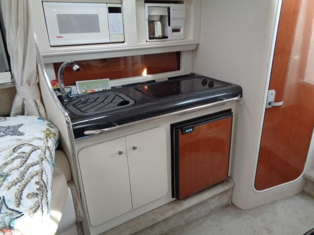 Monterey 302 Cruiser - galley