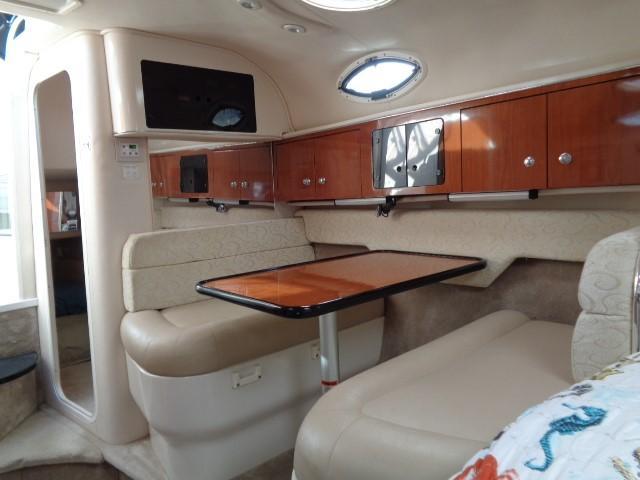 Monterey 302 Cruiser - Dining Setee