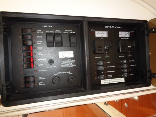 Monterey 302 Cruiser - Control ac/dc pnel