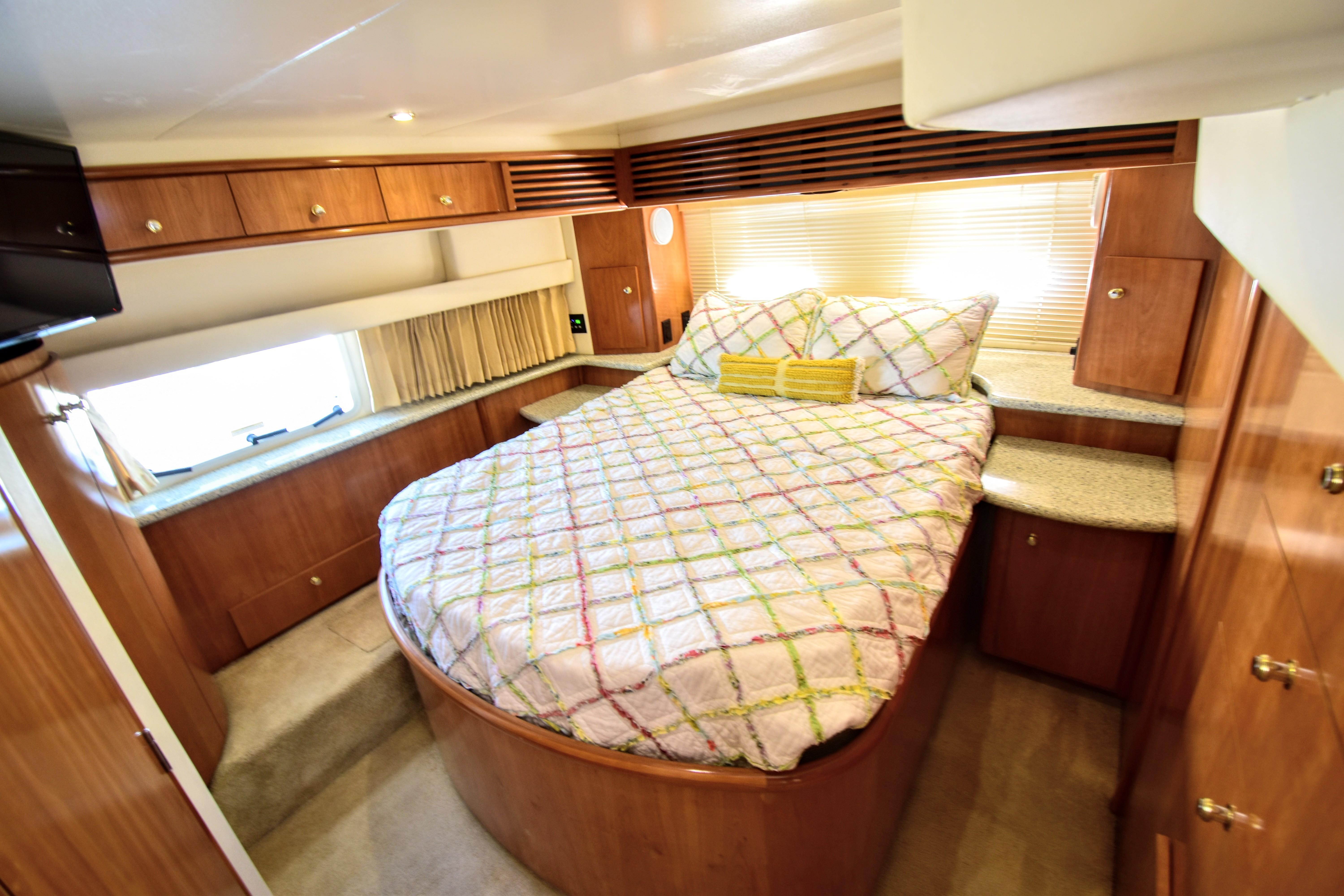 2001 Carver 396 Aft Cabin Motor Yacht - Yacht Sales and Services