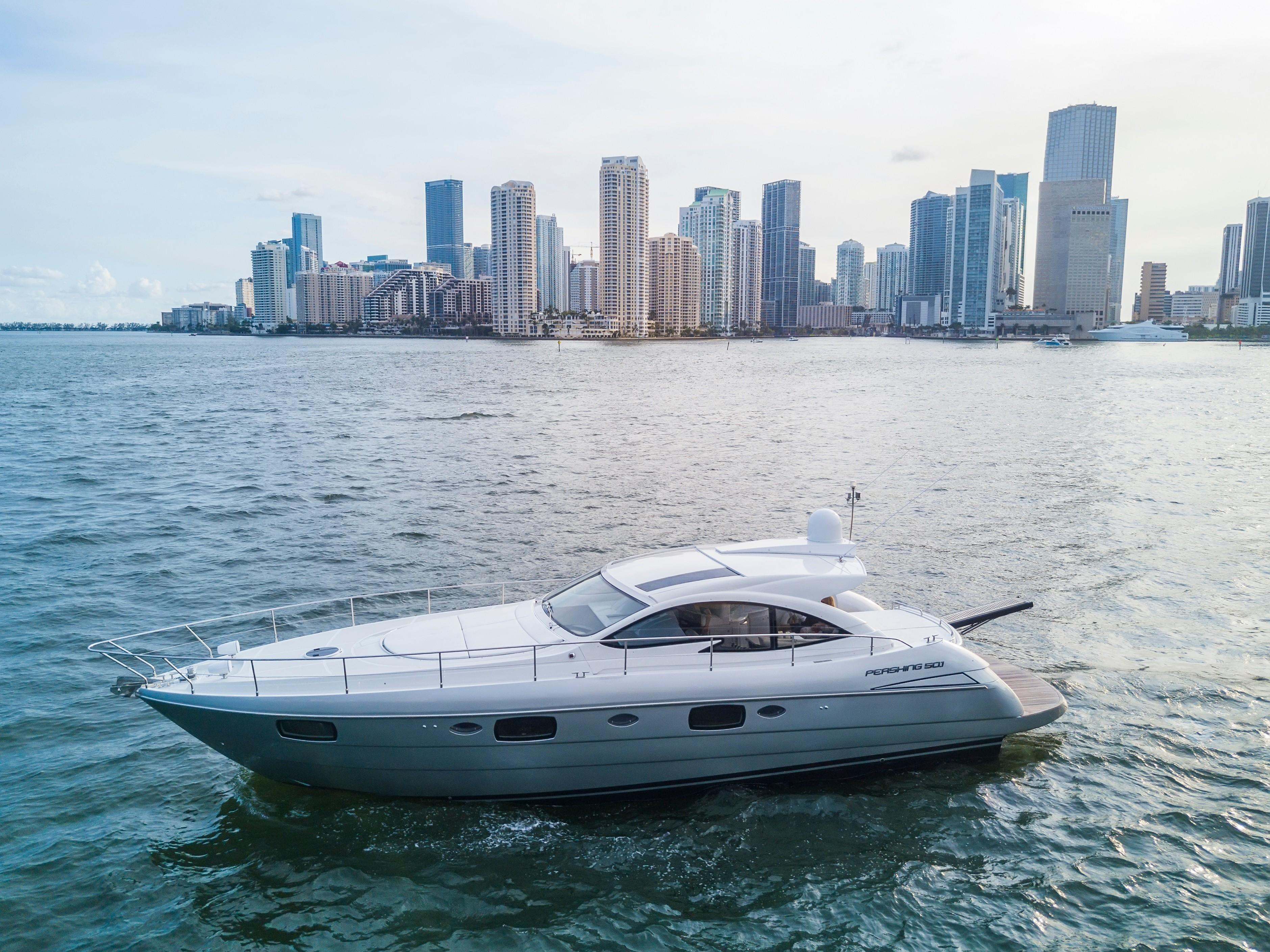 50' Pershing 2013 - Profile