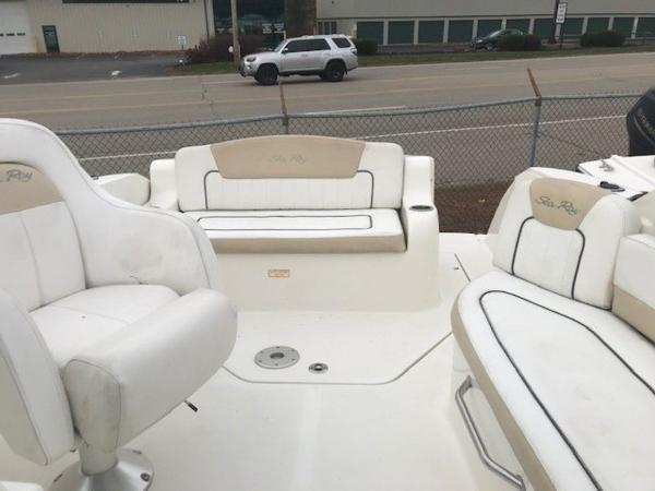 2009 Sea Ray boat for sale, model of the boat is 230 Sundancer & Image # 10 of 43