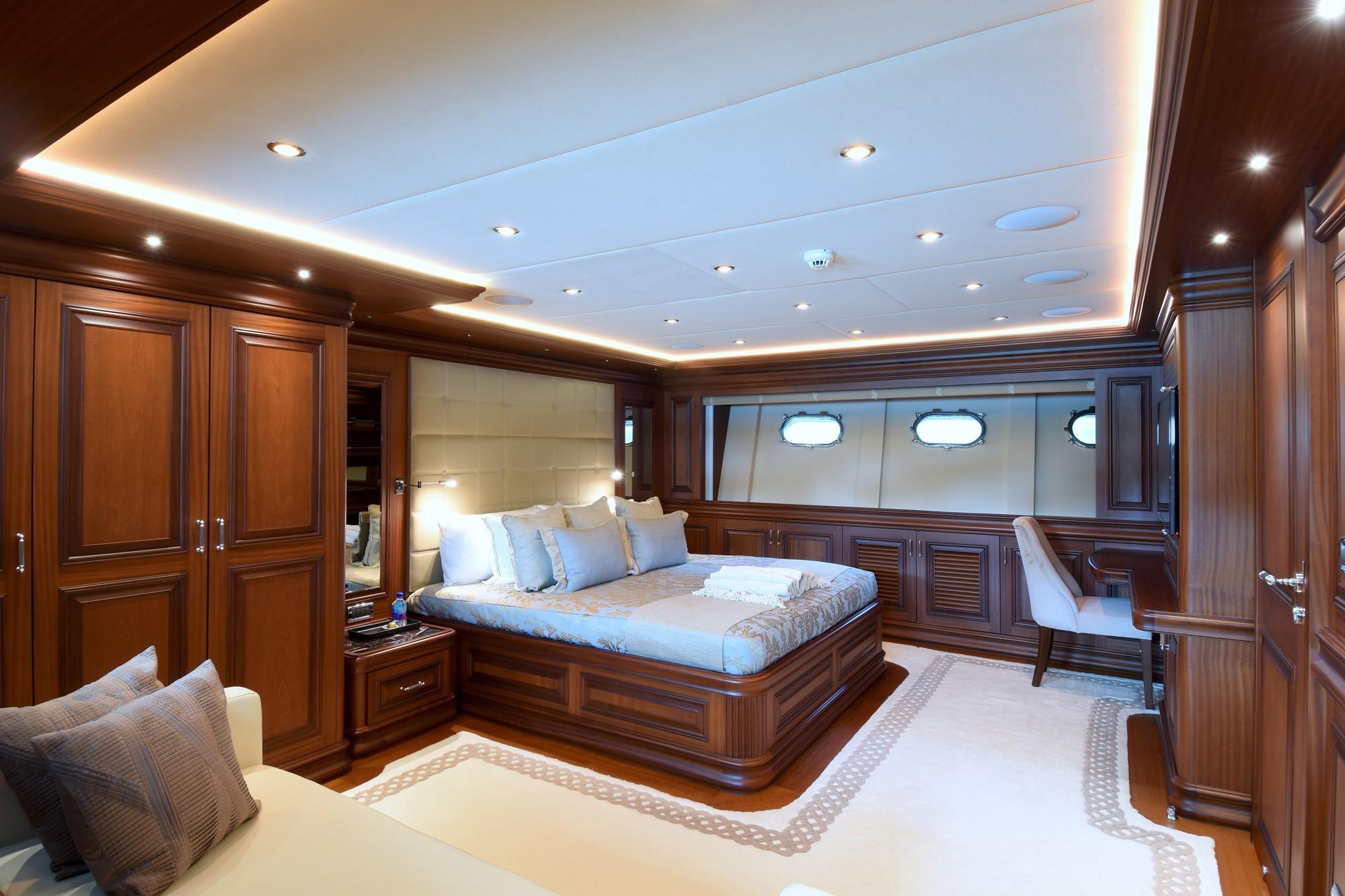 FORWARD VIP STATEROOM (2)