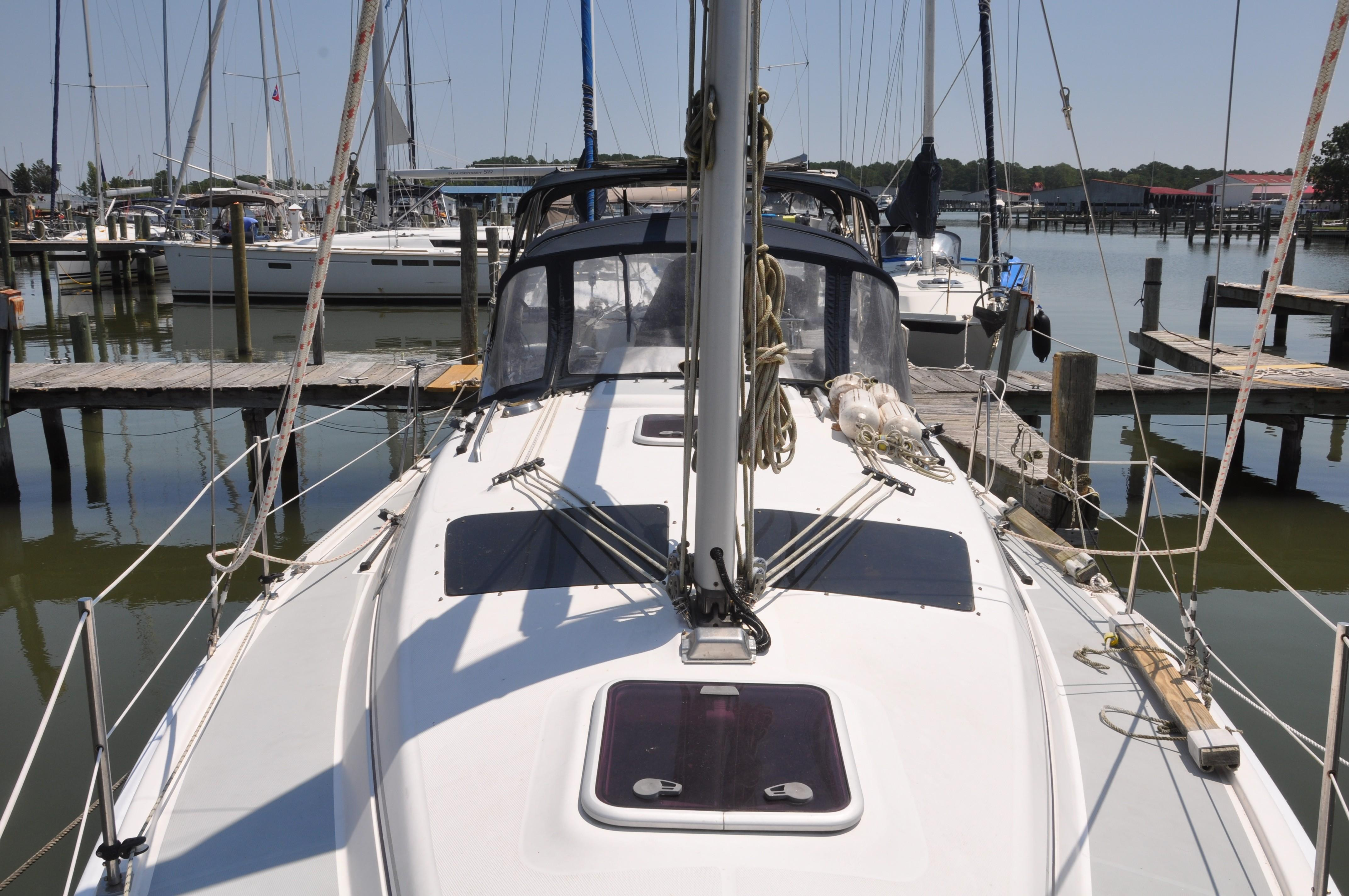 1982 Hunter 34 | Sailboats for Sale