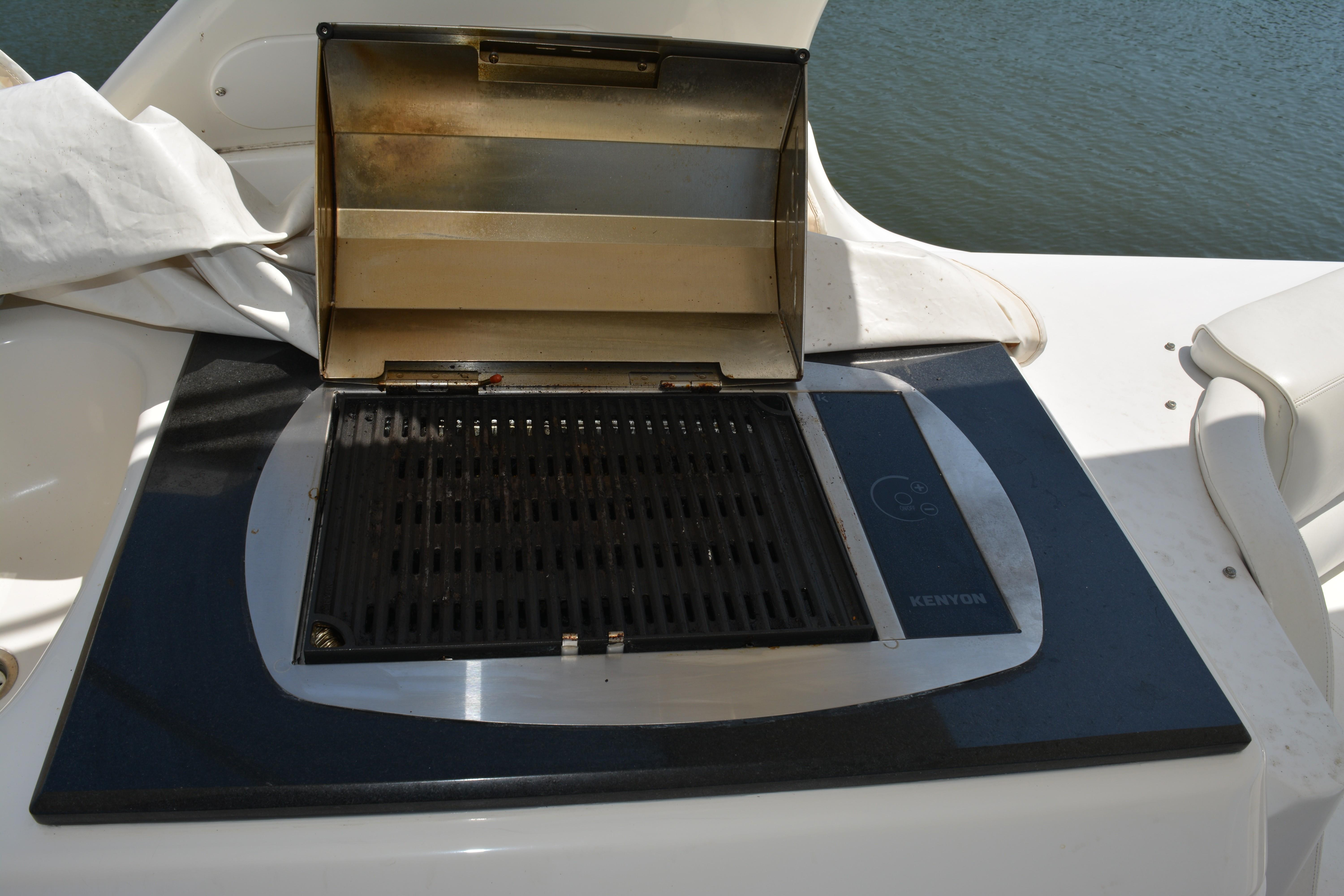 Carver 57 Voyager - Grill