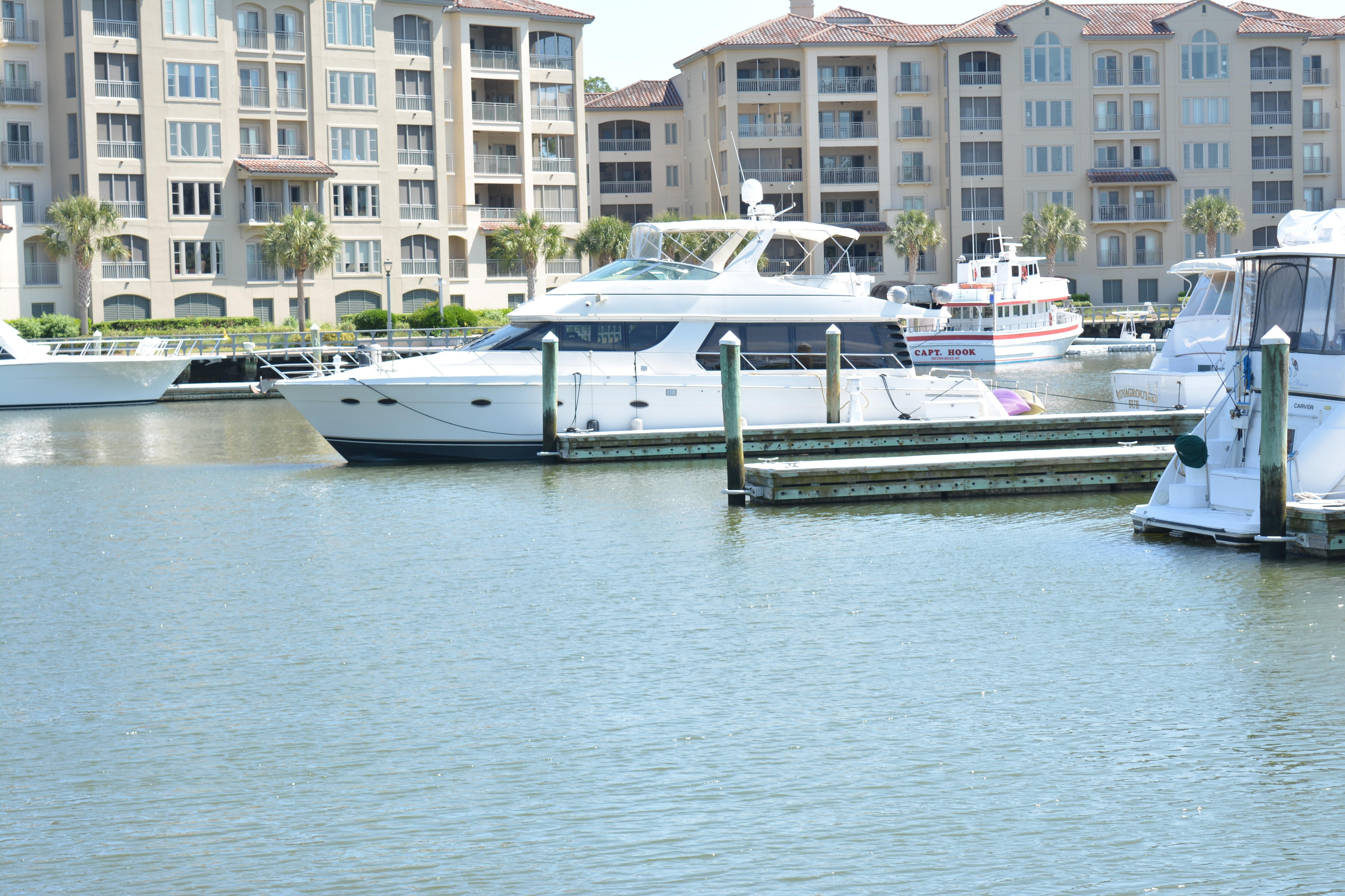 Carver 57 Voyager - Port View