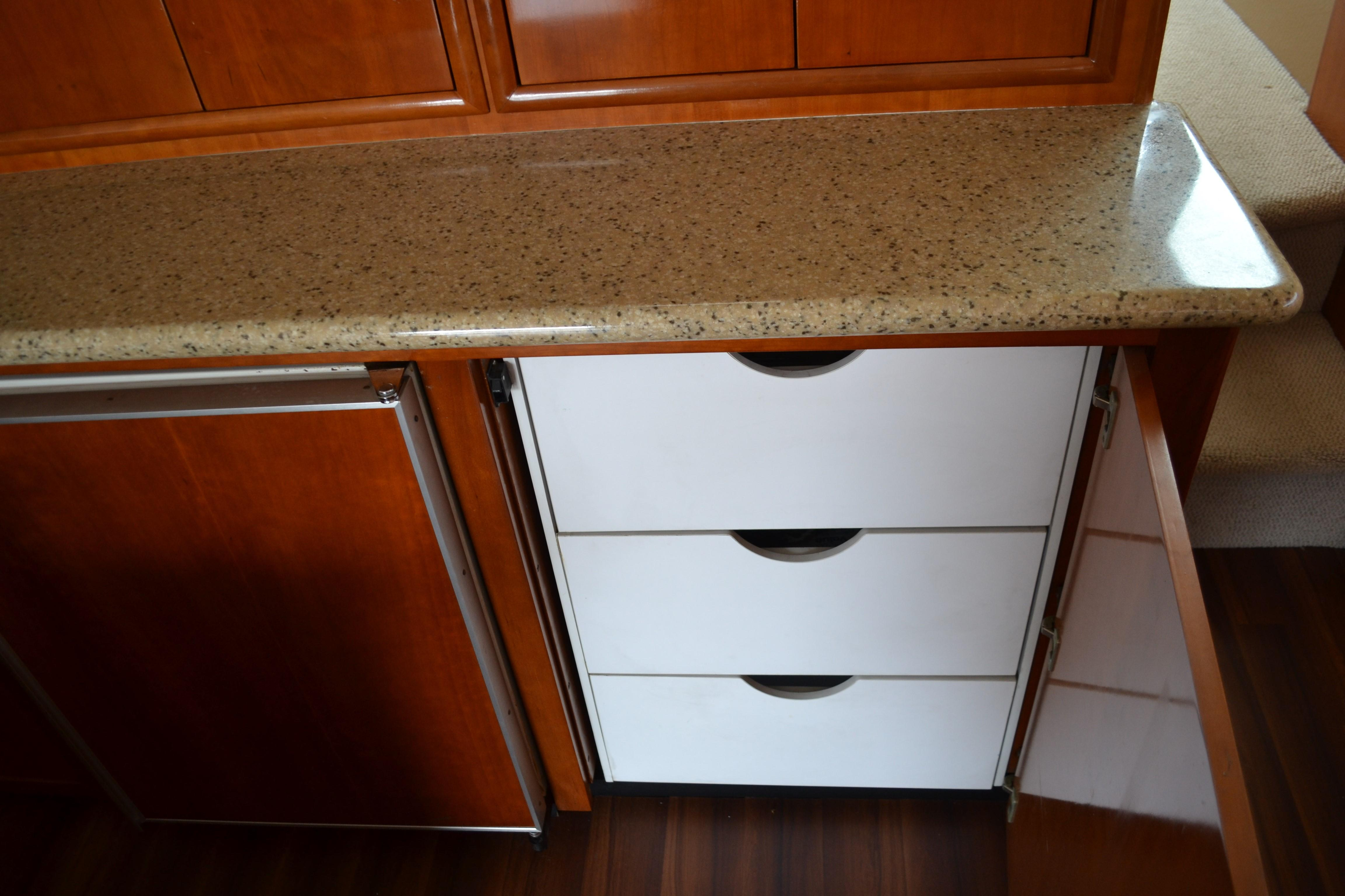Carver 57 Voyager - Cabinetry