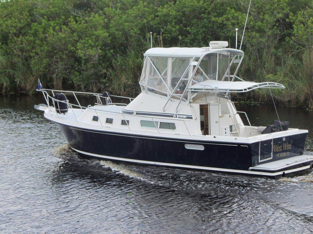 2000 Albin Yachts 32 plus 2 Command Bridge