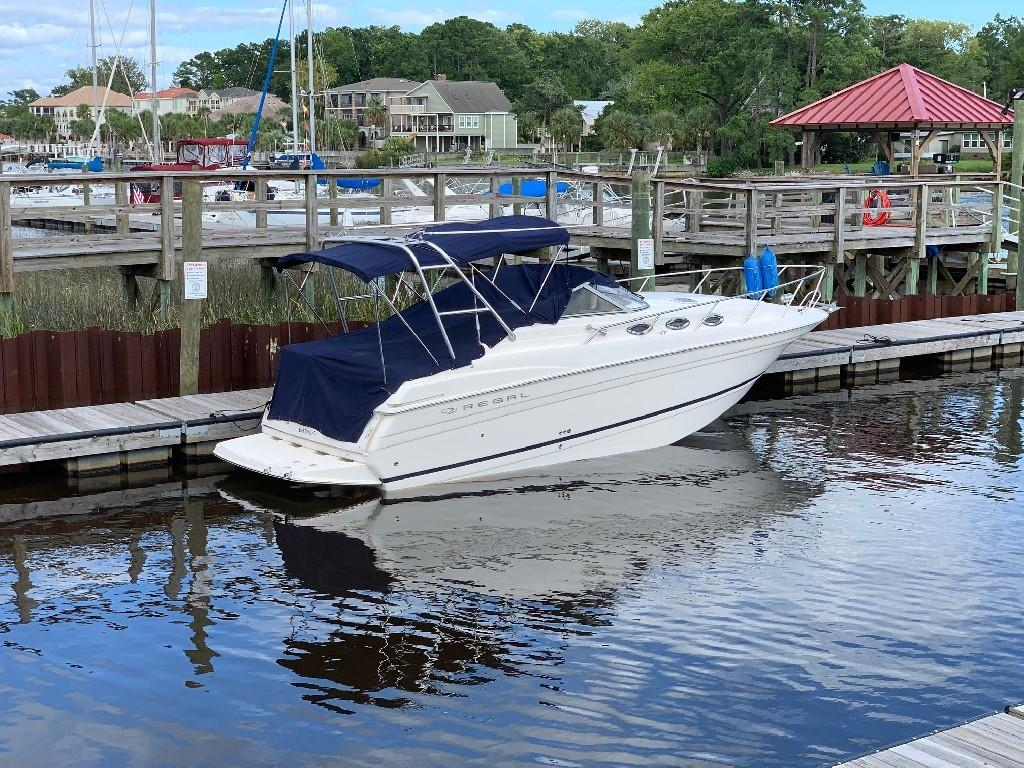 Regal 2765 Commodore - Starboard 2