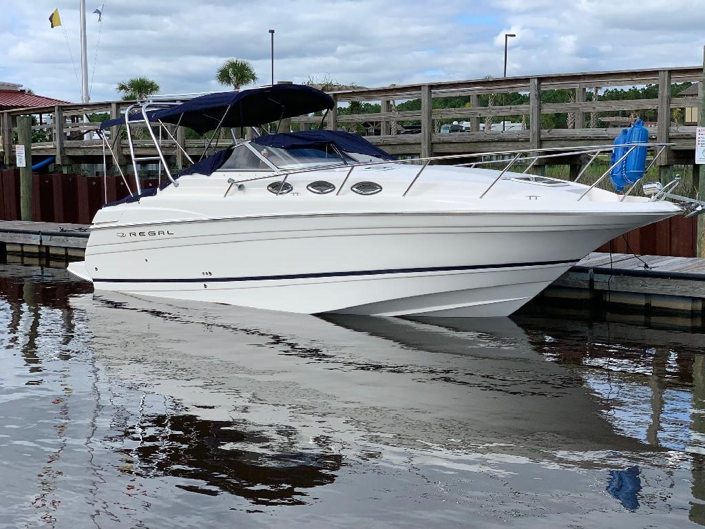 Regal 2765 Commodore - Starboard 1