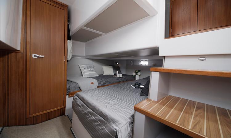 Sargo 33 Explorer aft cabin