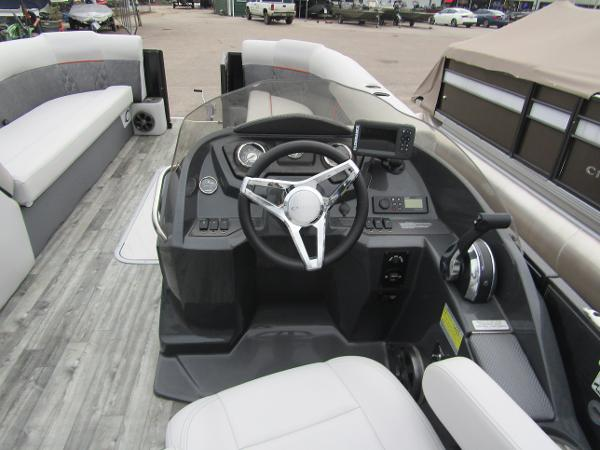 2019 Crest boat for sale, model of the boat is Crest III SLRC & Image # 8 of 13