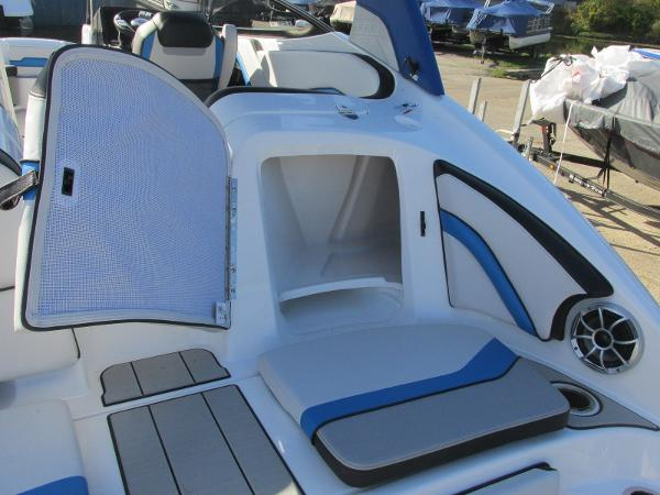 2020 Yamaha boat for sale, model of the boat is 242X & Image # 7 of 42