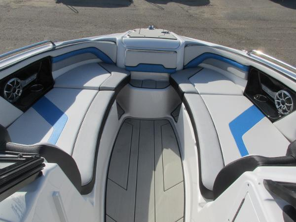 2020 Yamaha boat for sale, model of the boat is 242X & Image # 10 of 42