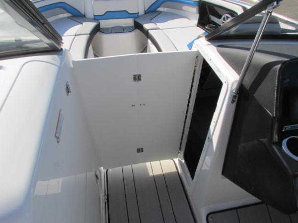 2020 Yamaha boat for sale, model of the boat is 242X & Image # 17 of 42