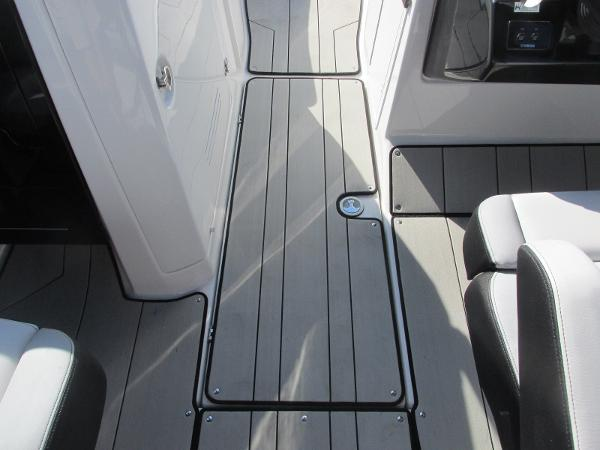 2020 Yamaha boat for sale, model of the boat is 242X & Image # 18 of 42