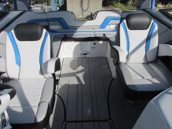 2020 Yamaha boat for sale, model of the boat is 242X & Image # 22 of 42