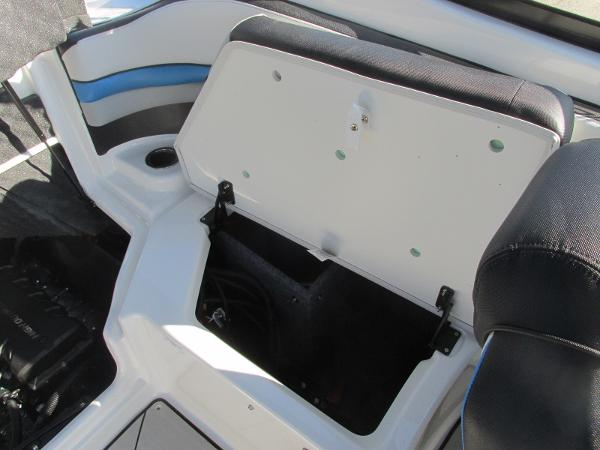 2020 Yamaha boat for sale, model of the boat is 242X & Image # 25 of 42