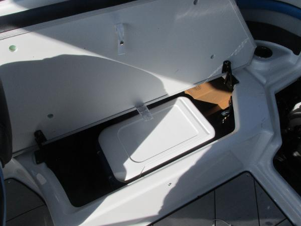 2020 Yamaha boat for sale, model of the boat is 242X & Image # 26 of 42