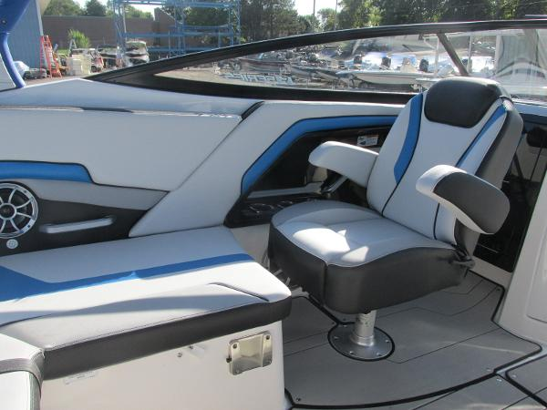 2020 Yamaha boat for sale, model of the boat is 242X & Image # 28 of 42
