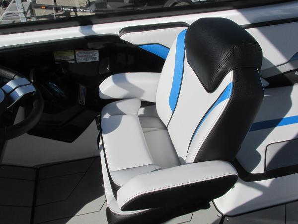 2020 Yamaha boat for sale, model of the boat is 242X & Image # 30 of 42