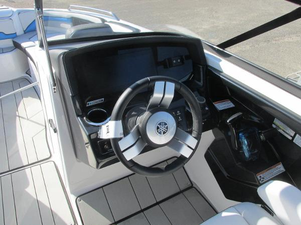 2020 Yamaha boat for sale, model of the boat is 242X & Image # 31 of 42