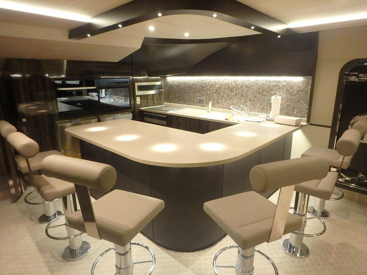 Dining and lounge / Galley