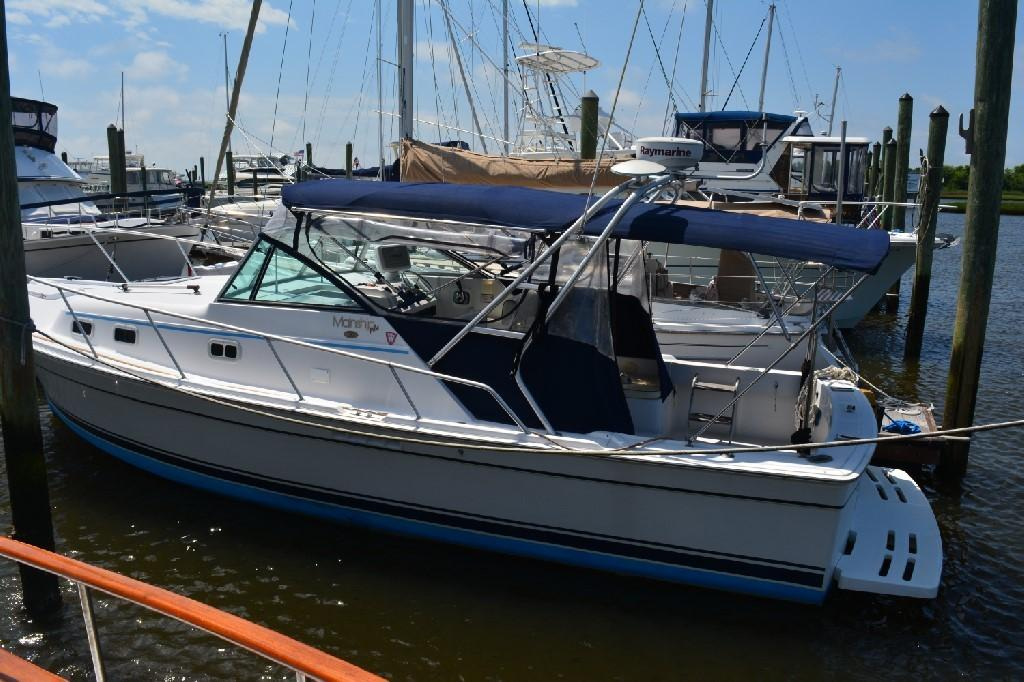 Mainship Pilot 30 - Port Side