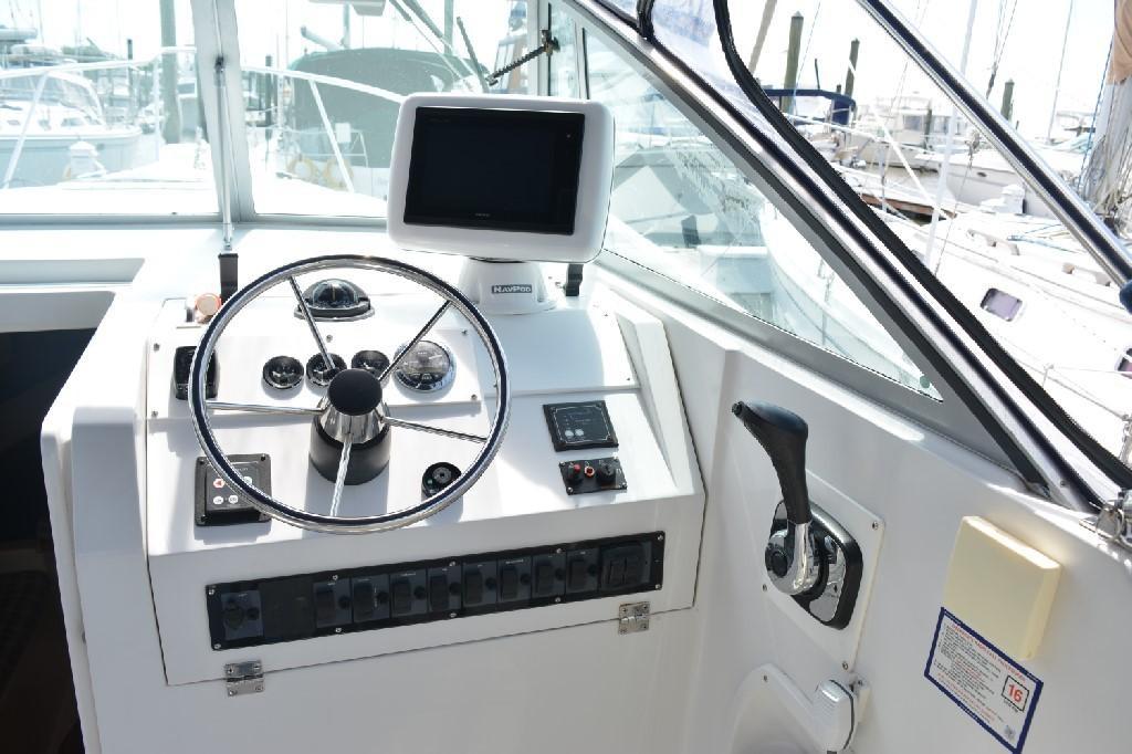 Mainship Pilot 30 - Helm