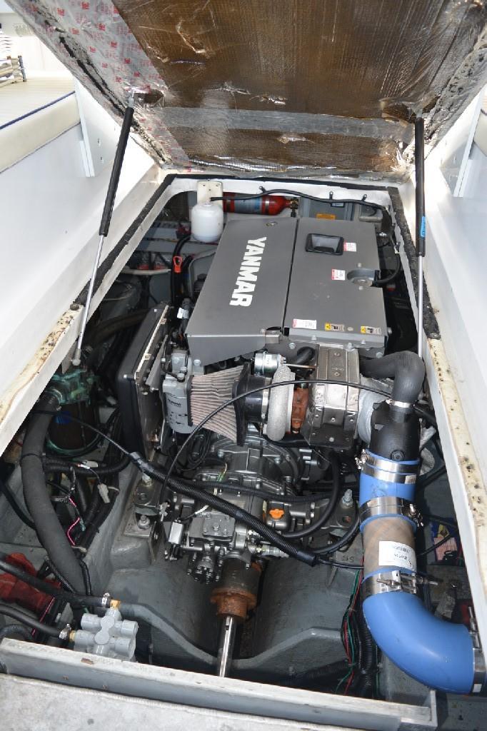 Mainship Pilot 30 - Yanmar Engine