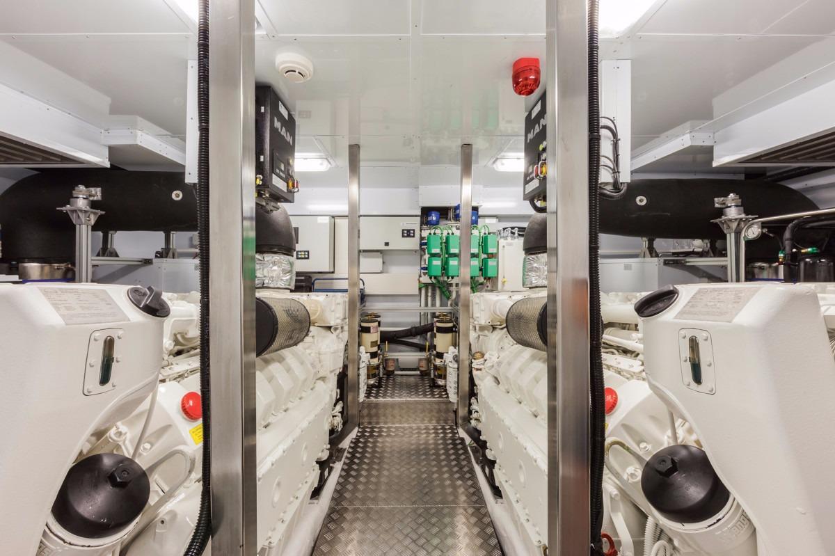 Manufacturer Provided Image: DREAMLINE 26 Engines