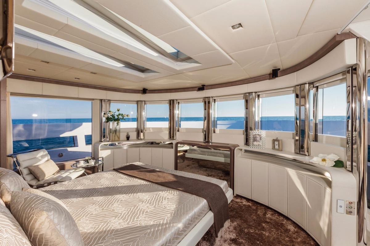 Manufacturer Provided Image: DREAMLINE 26 Cabin