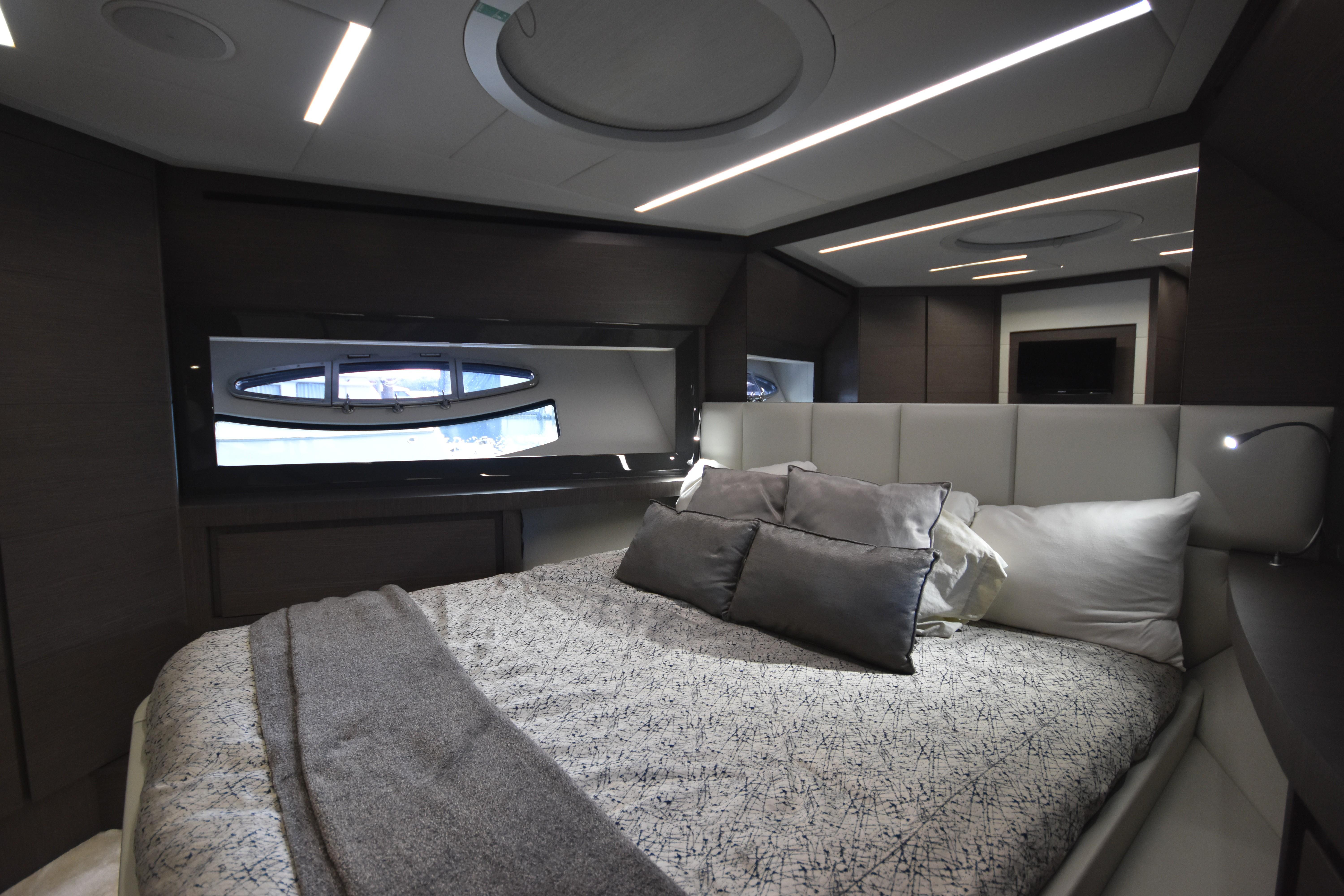 2017 Pershing 74, Sultan VIP Stateroom