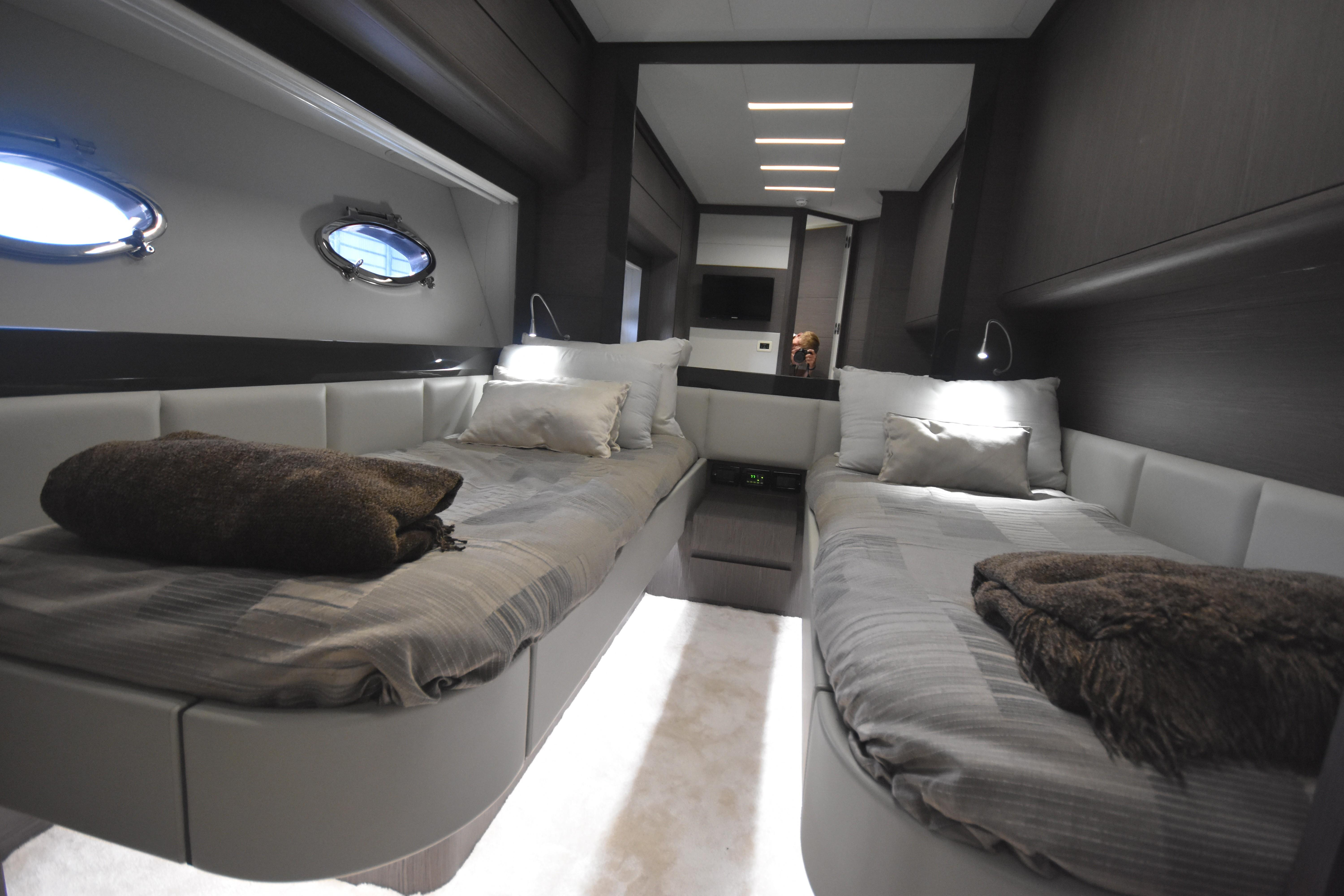 2017 Pershing 74, Sultan Guest Stateroom