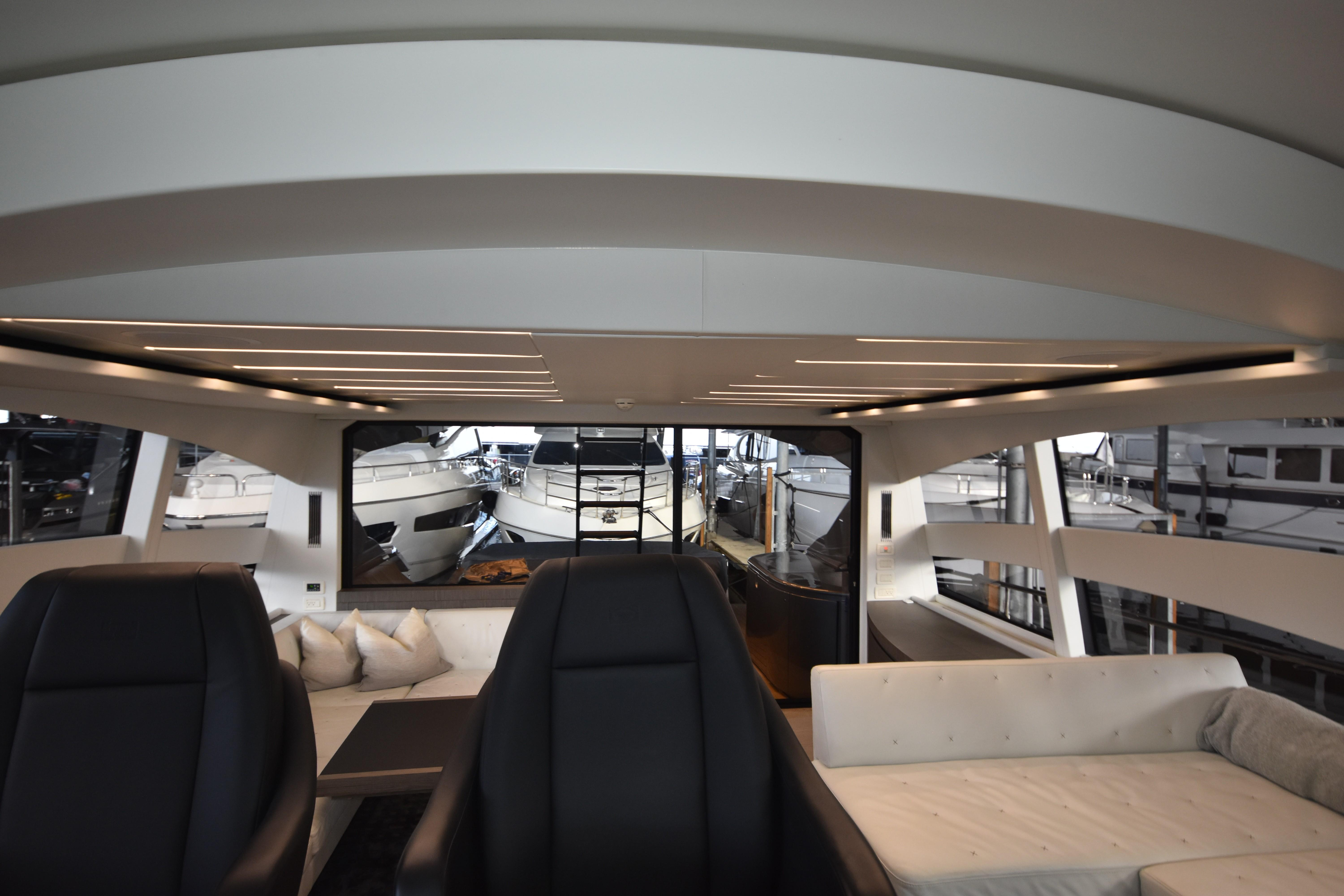 2017 Pershing 74, Sultan Helm