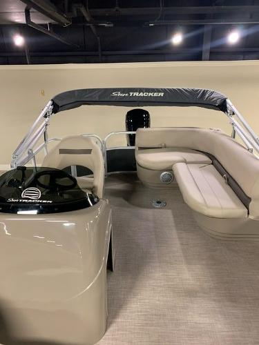 2021 Sun Tracker boat for sale, model of the boat is PARTY BARGE® 18 DLX & Image # 2 of 6