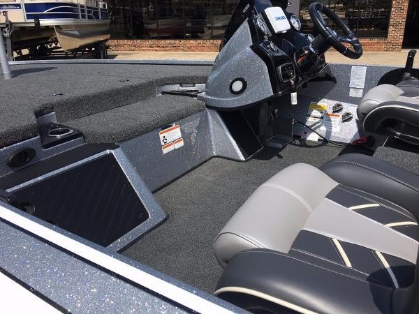 2018 Nitro boat for sale, model of the boat is Z19 & Image # 8 of 10
