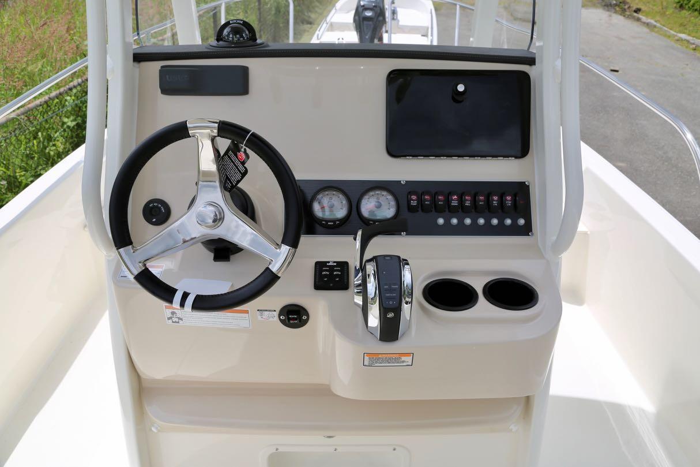 2020 Boston Whaler 210 Dauntless
