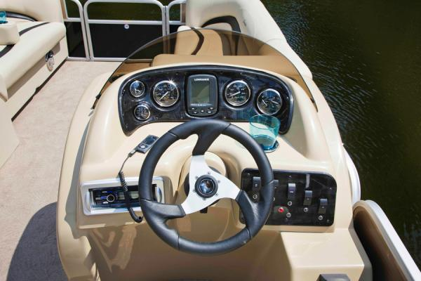 2014 Sweetwater Premium Edition 220 SL for sale (image 3 of 6)