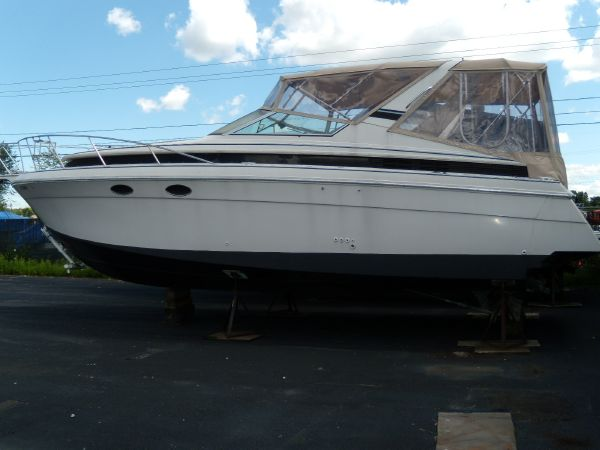 1990 Wellcraft 3300 St. Tropez For Sale