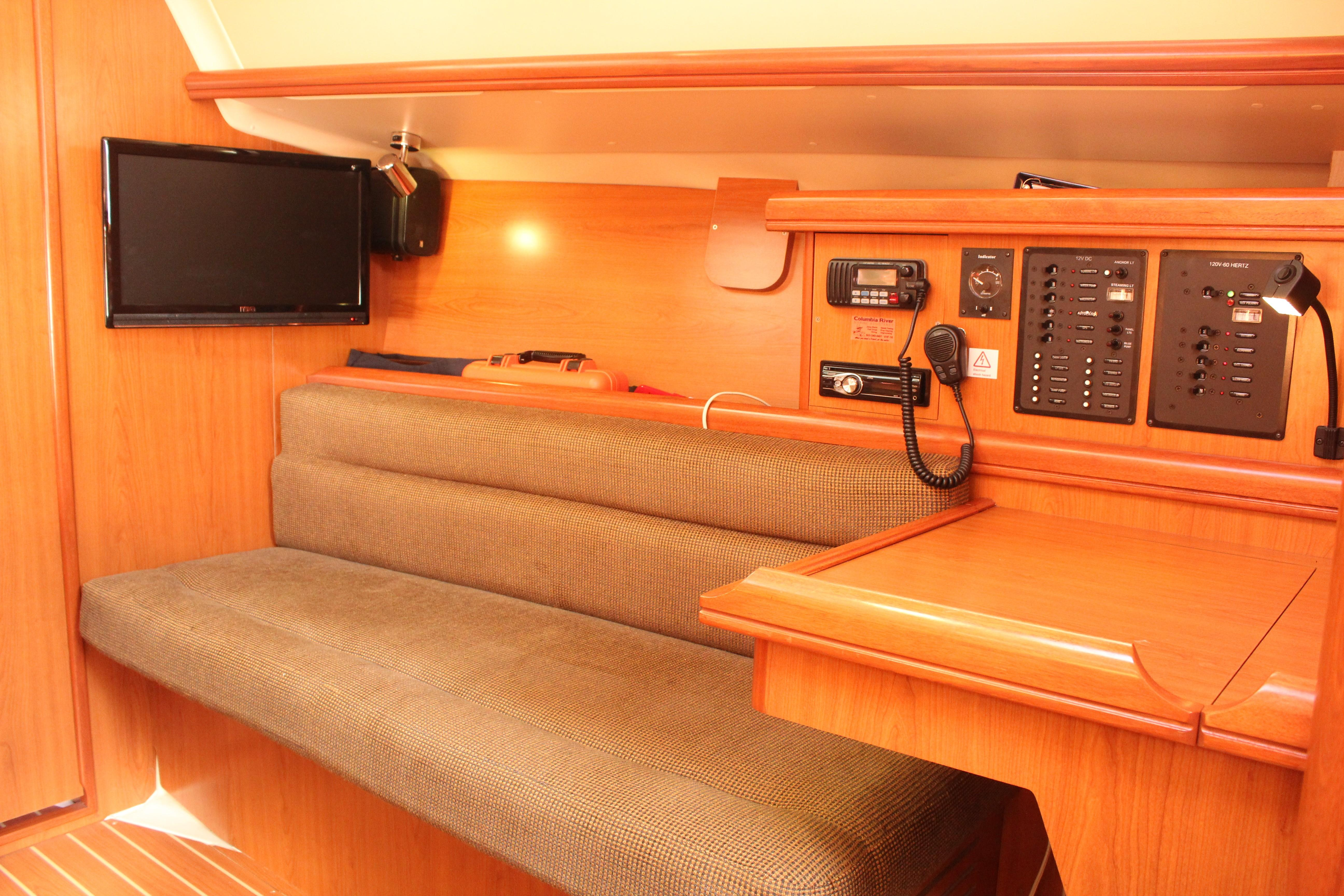 2011 Hunter 33 - Yacht Sales and Services