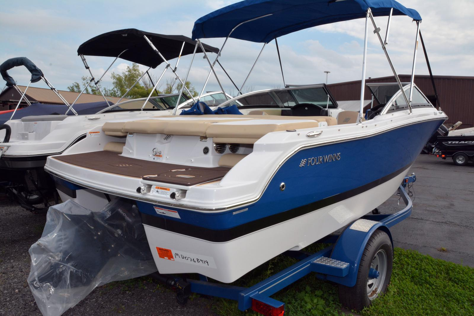 2019 Four Winns boat for sale, model of the boat is Horizon 190 & Image # 9 of 17