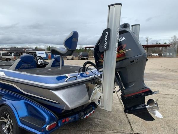 2014 Skeeter boat for sale, model of the boat is FX 20 & Image # 4 of 8