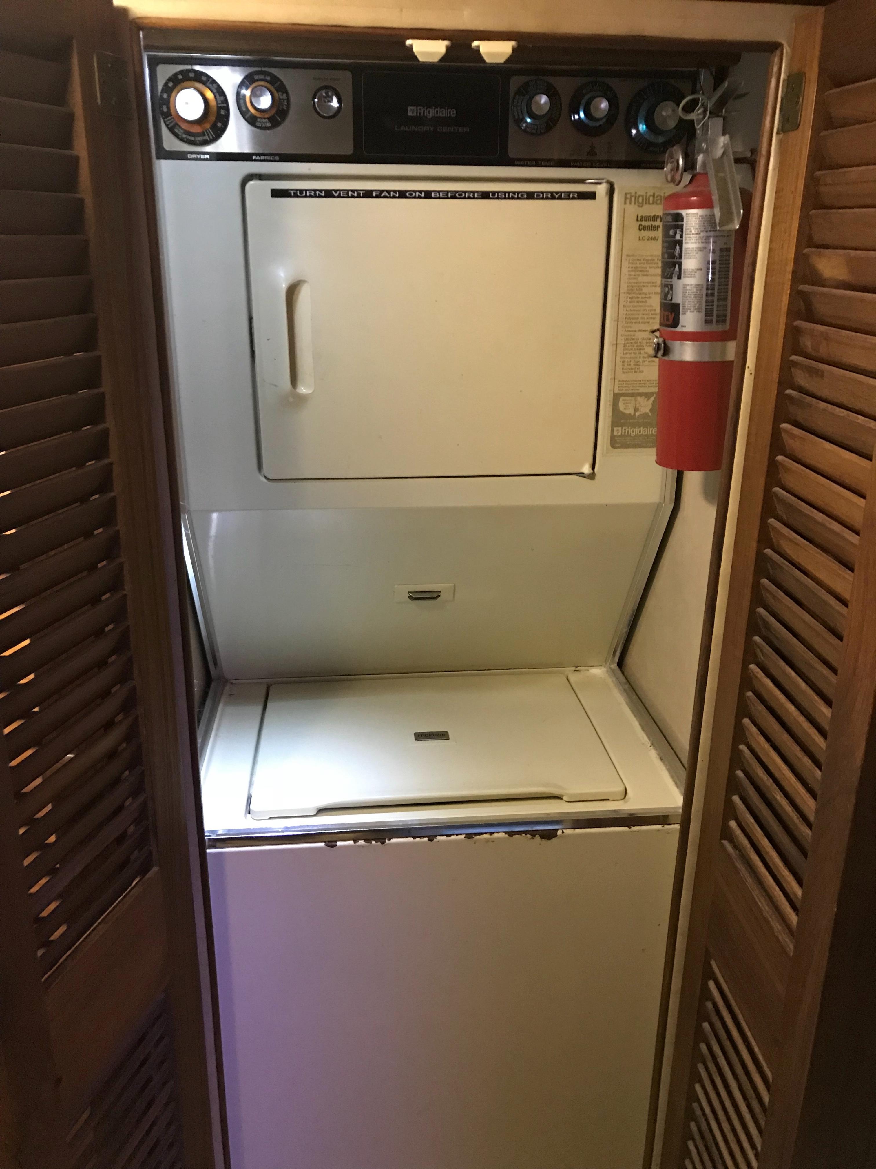 Chris-craft 46 Constellation - Washer/Dryer in Forward Stateroom