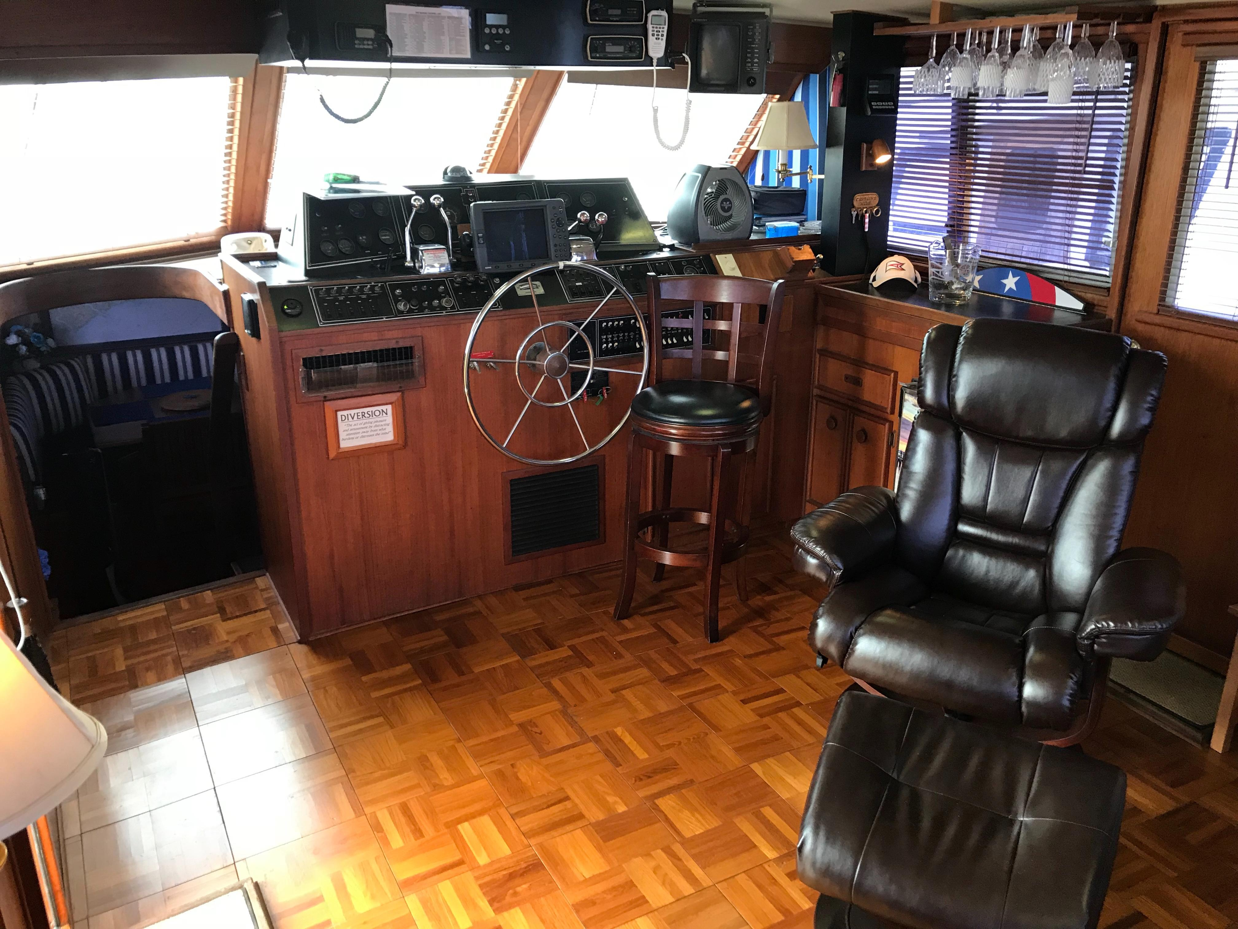 Chris-craft 46 Constellation - Upper Salon looking forward