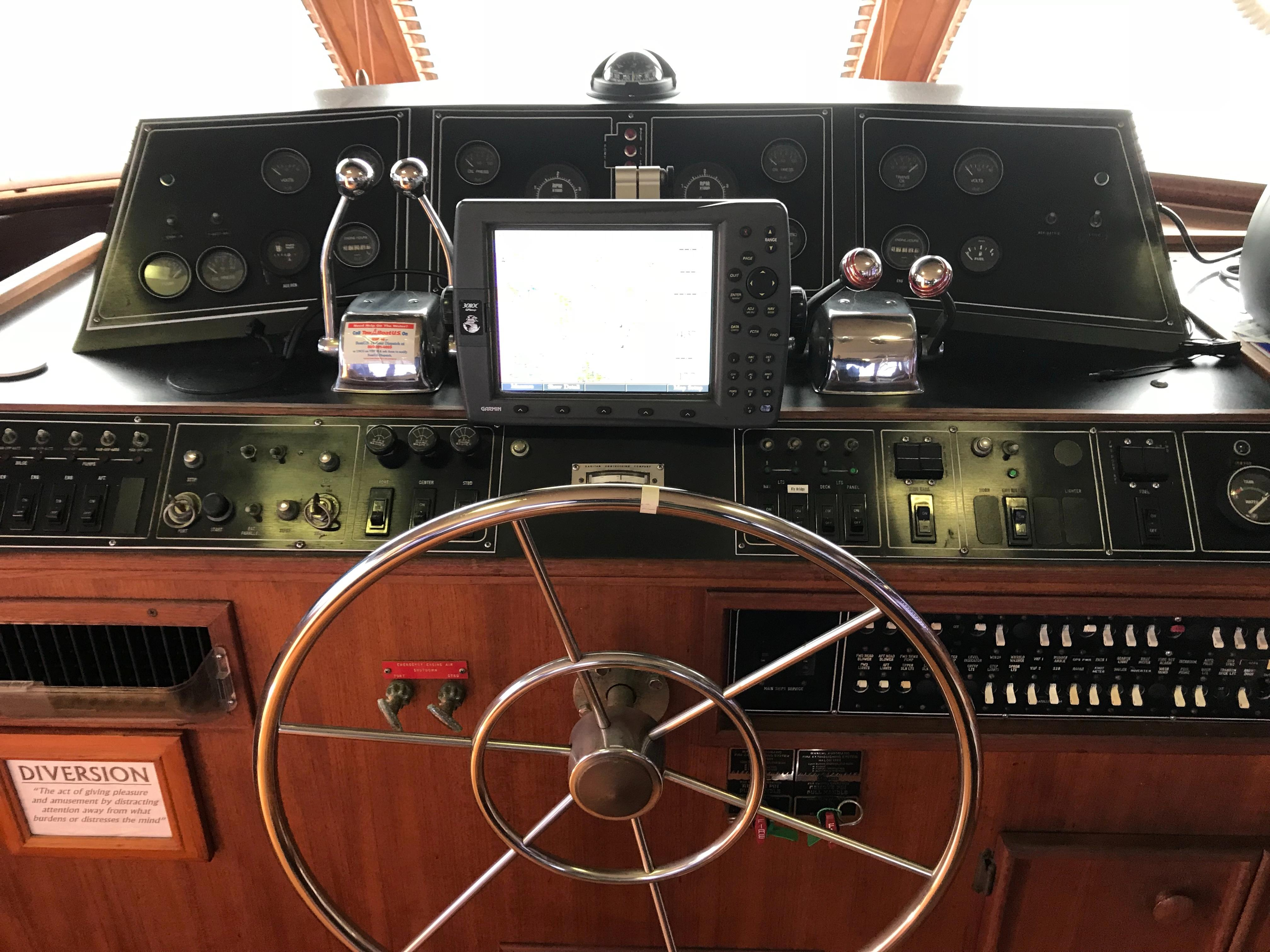 Chris-craft 46 Constellation - Lower Helm
