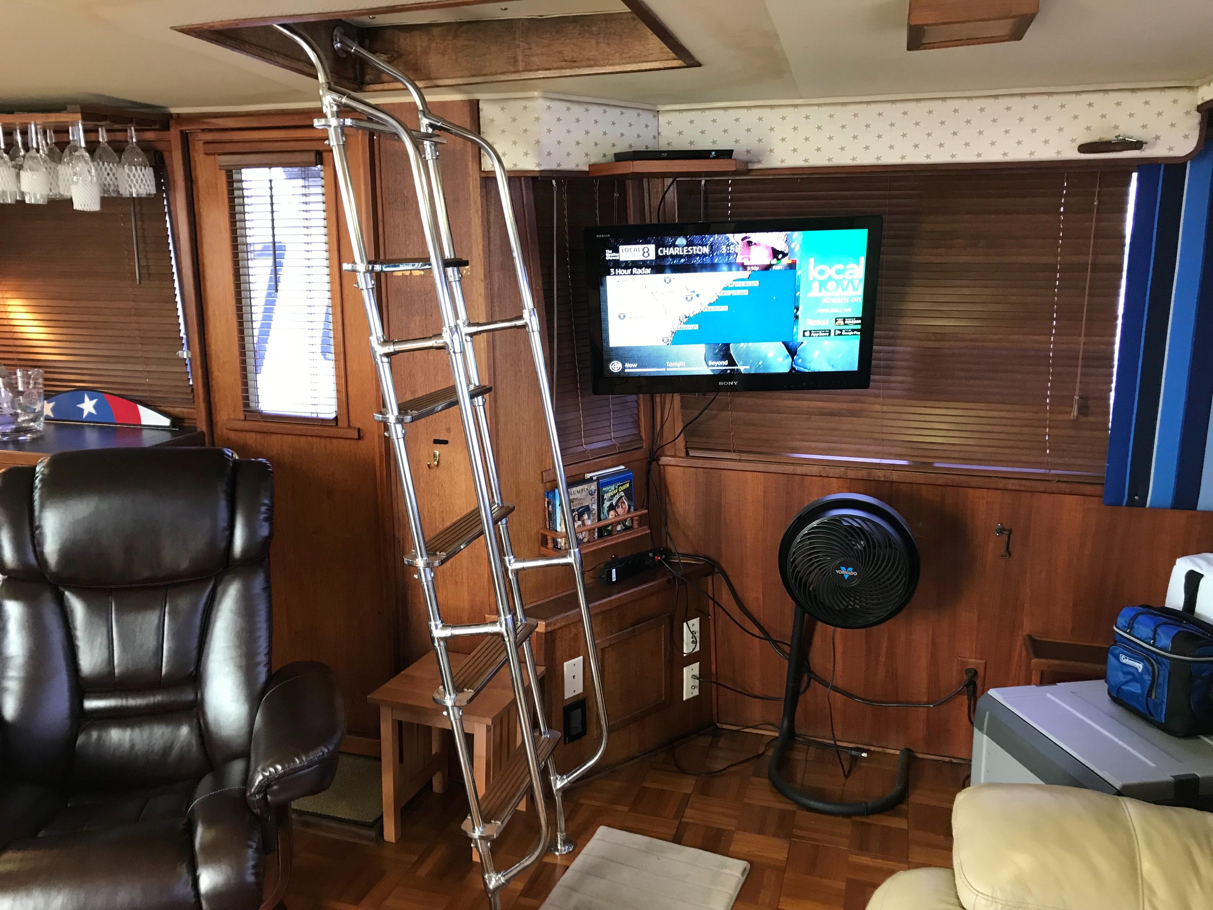 Chris-craft 46 Constellation - Ladder to Flybridge