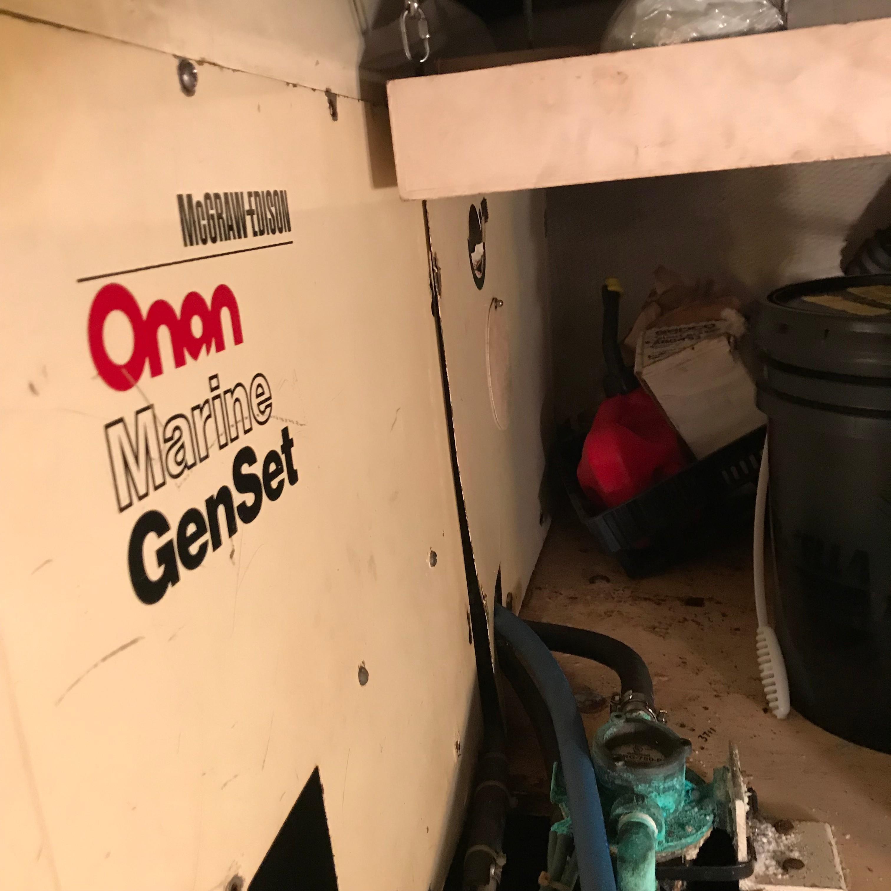 Chris-craft 46 Constellation - Onan Generator