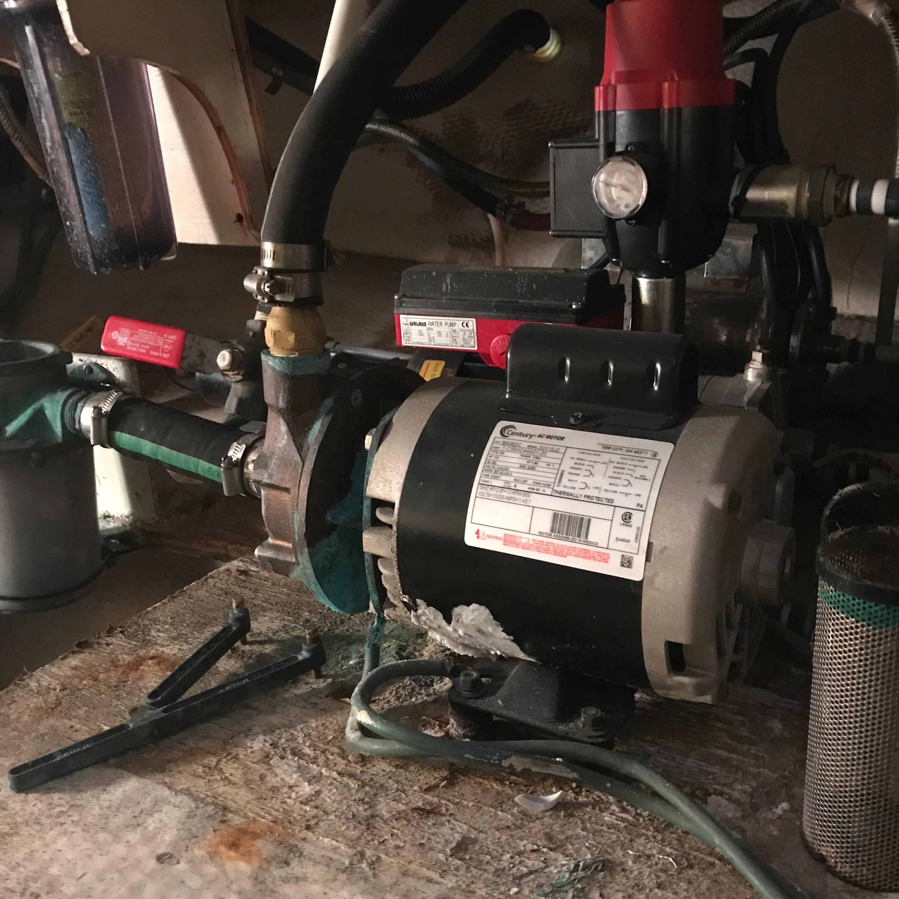 Chris-craft 46 Constellation - Air Conditioner raw water pump