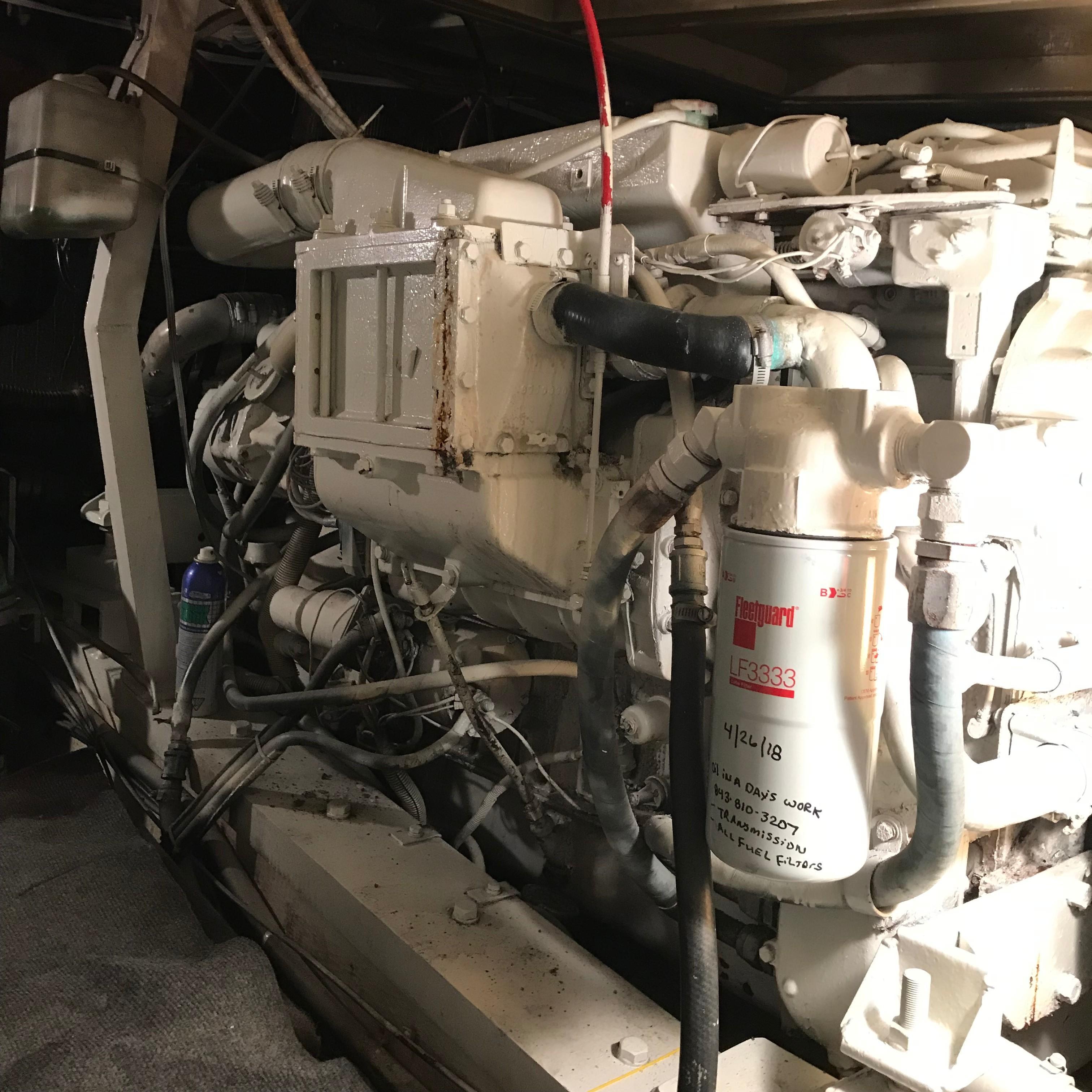 Chris-craft 46 Constellation - Port Engine